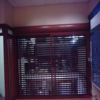 חלון הזזה בלגי עם תריס אור