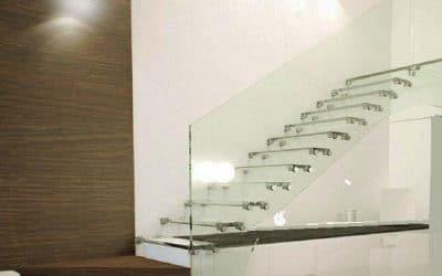 מדרגות זכוכית+מעקה זכוכית