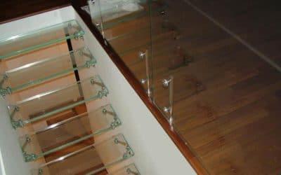 מדרגות זכוכית1