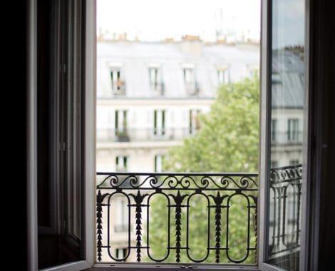 חלון פתיחה מעקה אלומיניום מעוצב